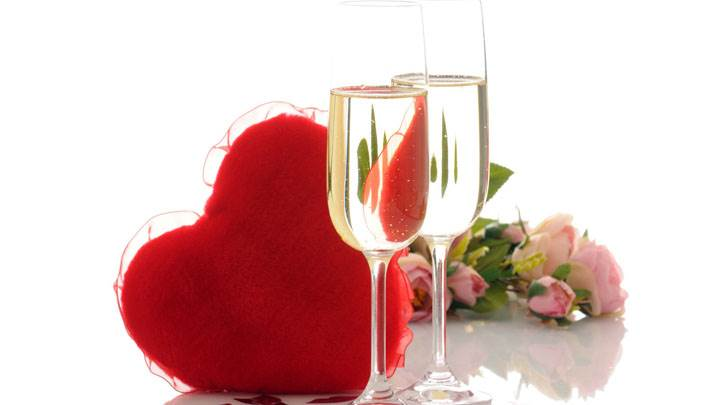 Red Heart And Wine Glasses with Flowers On Valantine Days